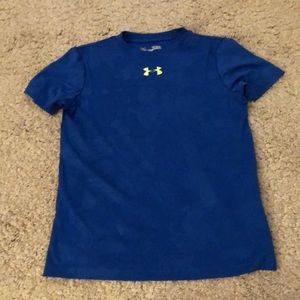 Youth size small under Armour dri fit tee EUC